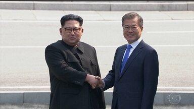 Líderes das Coreias anunciam acordo de paz - Depois de 60 anos de conflito, os líderes das duas Coreias do Norte e do Sul se encontraram pessoalmente nesta sexta-feira (27) e anunciaram o tão aguardado acordo de paz.