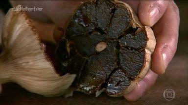 Bem Estar visita uma produção de alimentos à base de alho negro - O alho negro é o mesmo que usamos na cozinha. Ele é fermentado. Na fermentação, ele muda o gosto, o sabor e a textura.