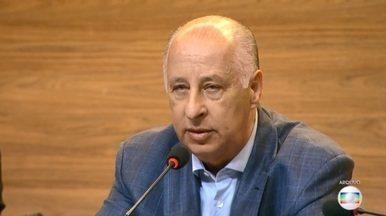 Fifa anuncia que Marco Polo Del Nero foi banido do futebol pra sempre - O ex-presidente da CBF estava afastado desde dezembro, por suspeitas de suborno. A defesa de Del Nero disse que recebeu a decisão com indignação e vai recorrer.