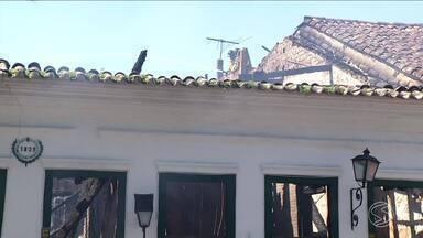 Defesa Civil aguarda laudo dos bombeiros sobre restaurante que pegou fogo em Paraty, RJ - Casarão foi atingido por incêndio nesta madrugada no Centro Histórico.