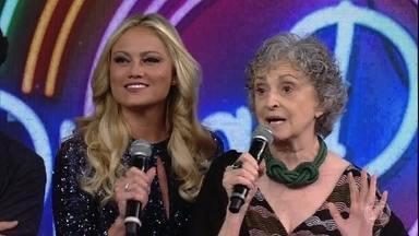 Ana Lucia Torre e Ellen Rocche escolhem a campainha número três - A atriz, que faz a Adinéia em 'O Outro Lado do Paraíso', canta um trecho da música