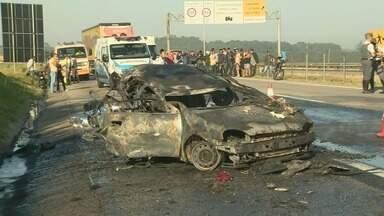 Motorista embriagado capota carro e deixa 3 mortos em Campinas, SP - Acidente aconteceu na Rodovia Santos Dumont (SP-075) nesta terça-feira (1º).