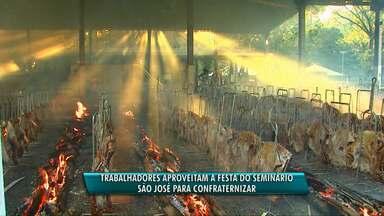 O dinheiro arrecadado com festa é usado mantém o Seminário São José durante o ano - Cada costelão custa R$ 400. Além disso, foram assadas ainda 2 mil costelas pequenas e no restaurante foi servido almoço.