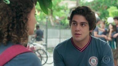 Alex pede que Maria Alice o perdoe por ter gravado o vídeo de Leandro - A galera pensa em ir para São Paulo assistir à apresentação do amigo no festival de dança