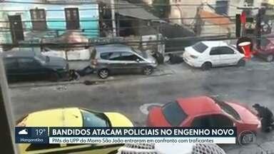 Bandidos atacam policiais da UPP do Morro São João, no Engenho Novo - PMs faziam patrulhamento quando os criminosos atiraram e os policiais tiveram que se esconder atrás de carros. Houve confronto, mas ninguém ficou ferido.