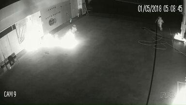 Vândalos ateiam fogo em bombas de combustíveis em Campo Mourão - Vigia do posto foi rendido, nas não ficou ferido