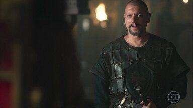 Romero dá informações a Rodolfo sobre o exército de Latrilha - Rodolfo percebe que o palpite de Catarina sobre o ataque a Artena estava certo, e diz que esse território é de responsabilidade da rainha, não dele