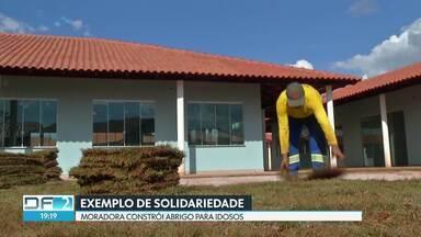Em Águas Lindas, Goiás, moradora vende tudo o que tem para construir abrigo para idosos - Dona Madalena tem 69 anos e tomou a iniciativa depois de assistir a uma reportagem que mostrava idosos sendo maltratados.