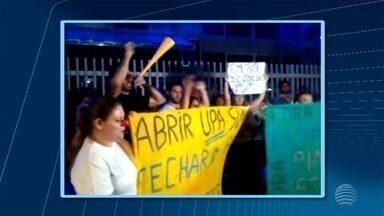 Manifestantes fazem protesto contra mudanças no setor da saúde - Ato foi em frente da Câmara de Presidente Prudente.