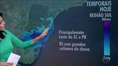 O tempo muda em boa parte da região Sul - Chuva desde cedo no Rio Grande do Sul e previsão de temporais no leste de Santa Catarina e Paraná durante a tarde. O tempo continua seco no centro do país.
