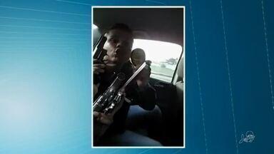 Dois homens são presos suspeitos de desacato a polícia em video - Saiba mais em g1.com.br/ce