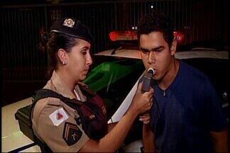 Operação 'Lei Seca' fiscaliza mais de 80 condutores em Araxá - De acordo com a Polícia Militar (PM), em toda a operação foram aplicadas três multas de trânsito. A operação realizou blitzen em diversos pontos da cidade.
