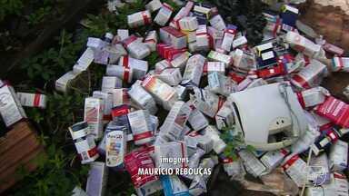 Vigilância Sanitária flagra descarte ilegal de medicamentos em Santarém - Os medicamentos foram encontrados em uma área do bairro Aeroporto Velho nesta quarta-feira (2).