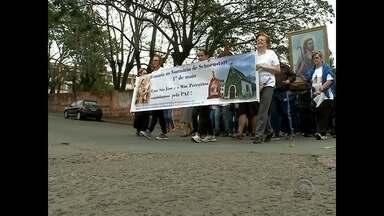 Feriado do Dia do Trabalhador é marcado por celebrações religiosas em Santa Maria - As procissões reuniram milhares de fiéis, ontem à tarde.