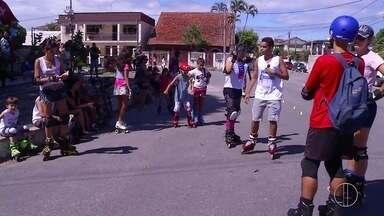 Primeiro encontro de patinadores é realizado em São Pedro da Aldeia, no RJ - Assista a seguir.