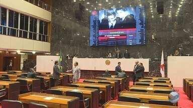 Denúncia de impeachment contra Pimentel (PT) é suspensa na ALMG - Denúncia de impeachment contra Pimentel (PT) é suspensa na ALMG