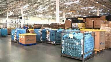 Usuários dos Correios reclamam da demora na entrega de produtos vindos do exterior - Depois de liberadas pela Receita Federal as mercadorias deveriam ser entregues em até 45 dias úteis. Mas isso nem sempre acontece.