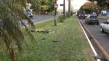 Polícia procura imagens de câmeras de segurança sobre acidente com duas mortes em Londrina - Duas pessoas que estavam em uma motocicleta morreram na hora. A Justiça decretou a prisão preventiva da motorista que foi presa por embriaguez ao volante.