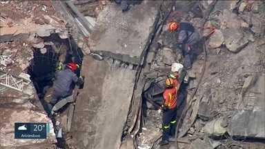 SP2 - Edição de quarta-feira, 02/05/2018 - Duram mais de 40 horas as buscas por sobreviventes do prédio que desabou. SP2 mostra como viviam os moradores do prédio que desabou no Largo do Paissandu. E mais as notícias do dia.