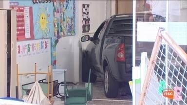 Menina atropelada por caminhonete em creche de Chapecó recebe alta de hospital - Menina atropelada por caminhonete em creche de Chapecó recebe alta de hospital