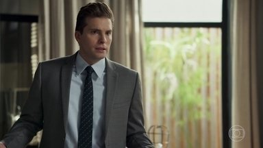 Patrick acredita que Sophia teve AVC após ver Xodó no tribunal e teme pela vida do rapaz - Mercedes afirma que vai proteger o marido de Cleo