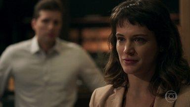Clara contorna situação e faz acordo com Tomaz - Gael repreende o filho por renegar a mãe, mas Clara deixa o filho livre para seguir seu coração