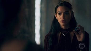 Catarina ameaça Diana - Ela diz que a criada pode ser acusada pelo assassinato de Constantino