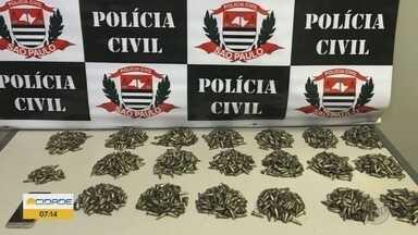 Dupla é presa com dois mil pinos de cocaína em Ribeirão Preto, SP - Suspeitos foram abordados por investigadores da Dise, na Rodovia Anhanguera.