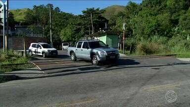 Motoristas e pedestres reclamam de insegurança na linha do trem em Barra do Piraí, RJ - Sinalização na passagem de nível é precária e muitos acidentes vem acontecendo.