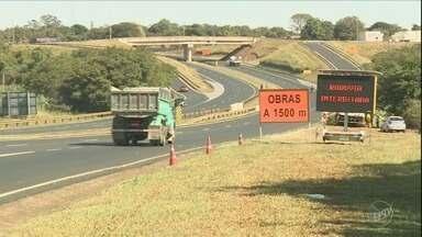 Rodovia João Tosello é interditada nos dois sentidos, em Limeira - A medida é necessária para a demolição de rochas.