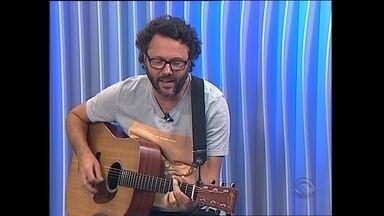 Cantor Duca Leindecker fala sobre novo álbum - O cantor que acaba de lançar um novo trabalho participou ao vivo do Jornal do Almoço.