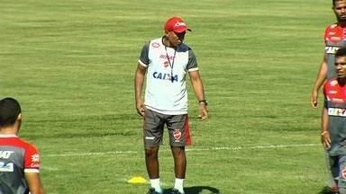 Técnico Hemerson maria completa um ano à frente do Vila Nova - Foram 62 jogos, com 26 vitórias, 23 empates e 13 derrotas. Melhor momento é agora, com quatro vitórias em quatro jogos na Série B.