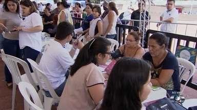 Bem Estar Global realiza exames de graça, na Praça Cívica, em Goiânia - Voluntário aferiram a pressão dos frequentadores, e ofereceram ecocardiograma.