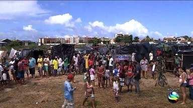 Confira novas informações sobre a ocupação de um terreno na Coroa do Meio - Ocupantes já estão há uma semana no local.
