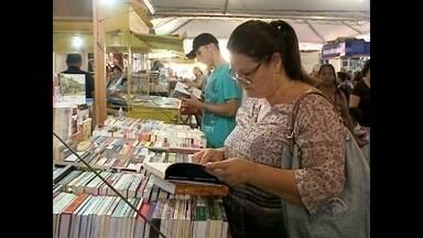 Feira do Livro promove o hábito da leitura há 45 anos em Santa Maria - A Feira do Livro de Santa Maria termina no próximo domingo, 13/05.