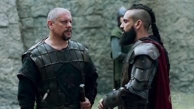 Romero vai até a torre de Zéria - O capitão não consegue informações de que o Rei Augusto tenha estado lá e Delano paga o silêncio dos guardas