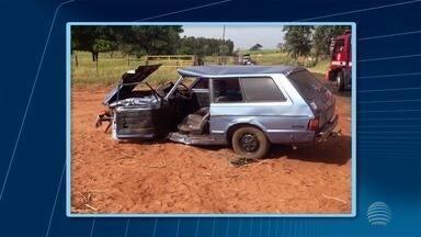 Vítimas de acidente de trânsito em Junqueirópolis seguem internadas - Colisão foi em uma estrada vicinal.