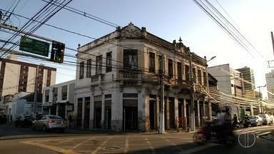 Prédios tombados pelo patrimônio histórico precisam de restauração em Campos, no RJ - Assista a seguir.