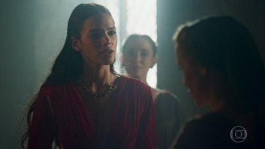 Catarina pressiona Diana - A criada se sente ameaçada e responde a todas as perguntas que a Princesa faz sobre Amália