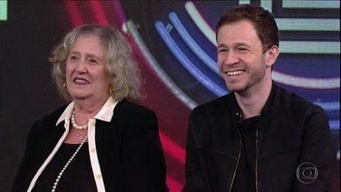 Tiago Leifert e Helena escolhem a campainha número 4 - A mãe do apresentador adivinha a música