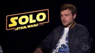 Novo filme da saga Star Wars conta a história do personagem Han Solo - Fantástico foi a Hollywood acompanhar a estreia do filme e conversou com o elenco. Papel de Solo foi de Harrison Ford em episódios anteriores.