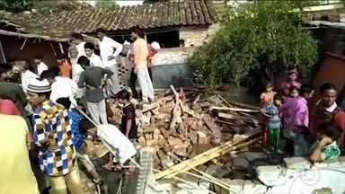 Tempestade de vento deixa mortos e feridos na Índia - Pelo menos 70 pessoas morreram e mais de 100 ficaram feridas por conta dos ventos de mais de 100 quilômetros por hora, que destruiu prédios e provocou acidentes de trânsito.