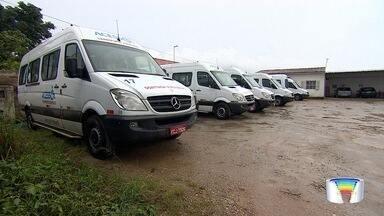 Moradores reclamam de problema no transporte adaptado - No primeiro dia, moradores ficaram sem atendimento.