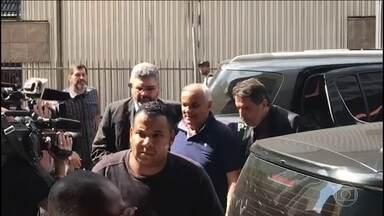 Acusados de agredir empresário em frente ao Instituto Lula se entregam à polícia - O ex-vereador de Diadema, Manoel Eduardo Marinho, e o filho dele, Leandro, eram considerados foragidos desde que tiveram a prisão preventiva decretada na última sexta-feira (11). Os dois foram transferidos para Tremembé.