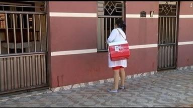 Programa começa a vacinar contra H1N1 pessoas que estão acamadas, em Itumbiara - Atendimento em domicílio é feito somente para idosos e doentes crônicos.