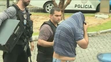 Operação de combate à pornografia infantil cumpre mandados na região de Campinas - Em Campinas, um ex-sargento da polícia foi detido por suspeita de pedofilia.