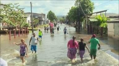 Enchente em cidade no Amapá já afeta mais de mil pessoas - O município de Laranjal do Jari, no extremo sul do Amapá, está passando por uma de suas maiores enchentes. Mais de mil pessoas já foram afetadas. Ao todo, 77 famílias estão em escolas que foram transformadas em abrigas.
