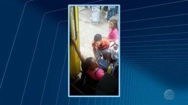 Cadeirante encontra dificuldades ao tentar entrar em ônibus do transporte coletivo - Caso ocorreu em Presidente Prudente nesta quinta-feira (18).