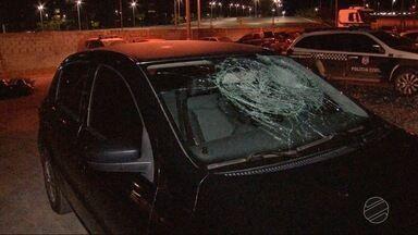 Homem é detido por quebrar vidro de carro de motorista de aplicativo - Homem é detido por quebrar vidro de carro de motorista de aplicativo.