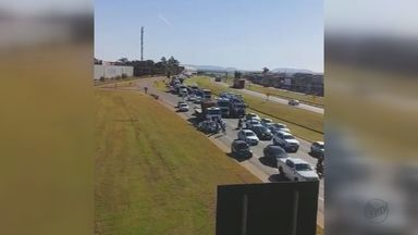 Caminhoneiros protestam contra o aumento do diesel e motoristas reclamam da gasolina - Rodovias de Rio Claro, Porto Ferreira e Pirassununga registraram protesto nesta segunda-feira.